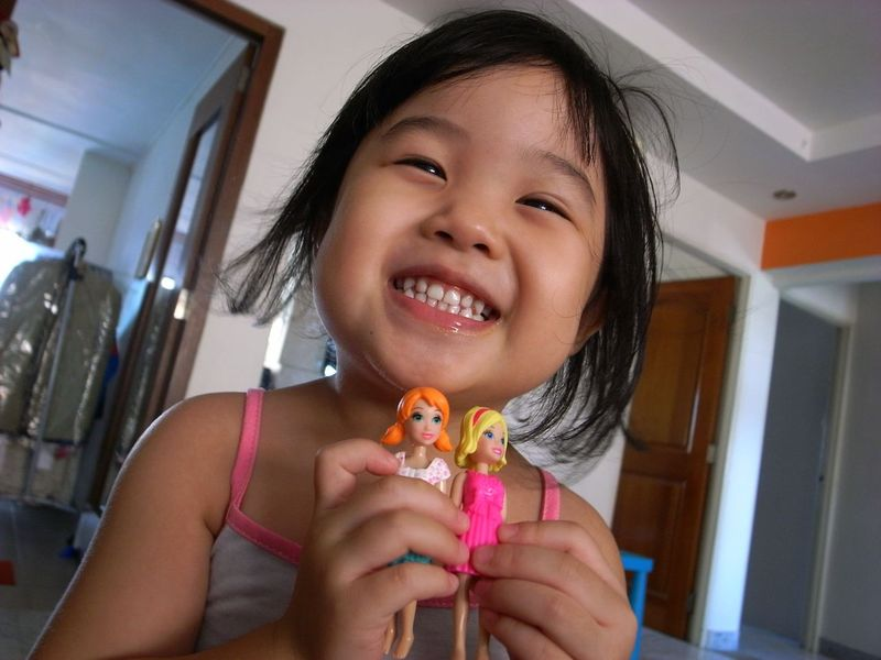Joy_and_her_polly_pockets