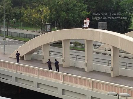 Protest_on_crawford_bridge