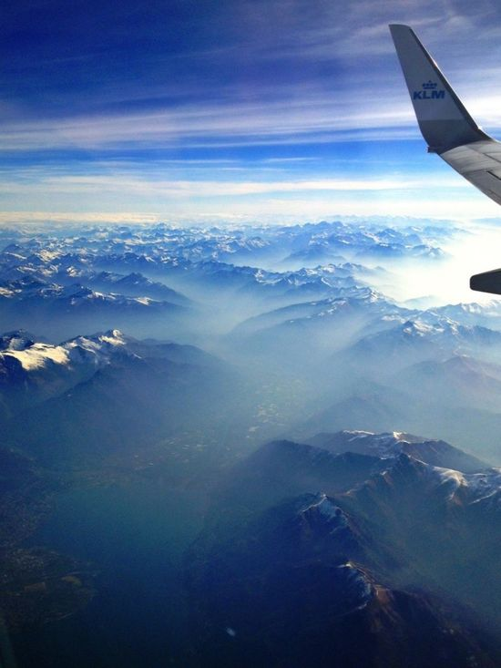 Flying_past_the_alps